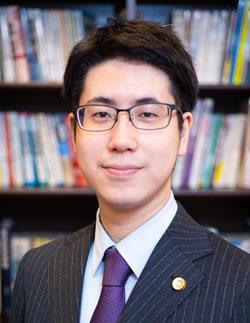 藤原朋弘弁護士の写真